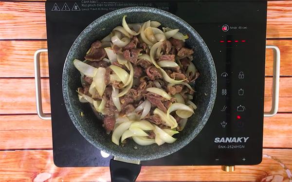 Cách làm thịt bò xào củ hành