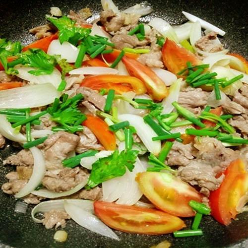 xào thịt bò với hành tây