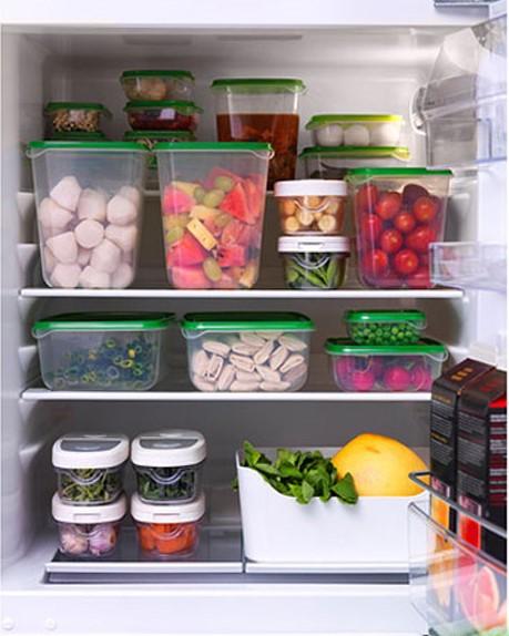 Thực phẩm cho vào tủ lạnh cần để vào hộp có nắp đậy.