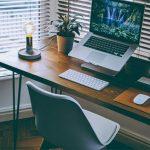 5 vật phẩm bày biện trên bàn làm việc để thăng tiến trong công việc