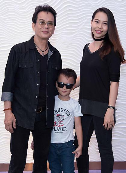 nhạc sĩ Đức Huy và vợ kém 44 tuổi