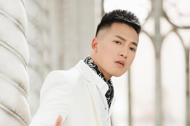 cuộc đời và sự nghiệp ca sĩ Châu Khải Phong